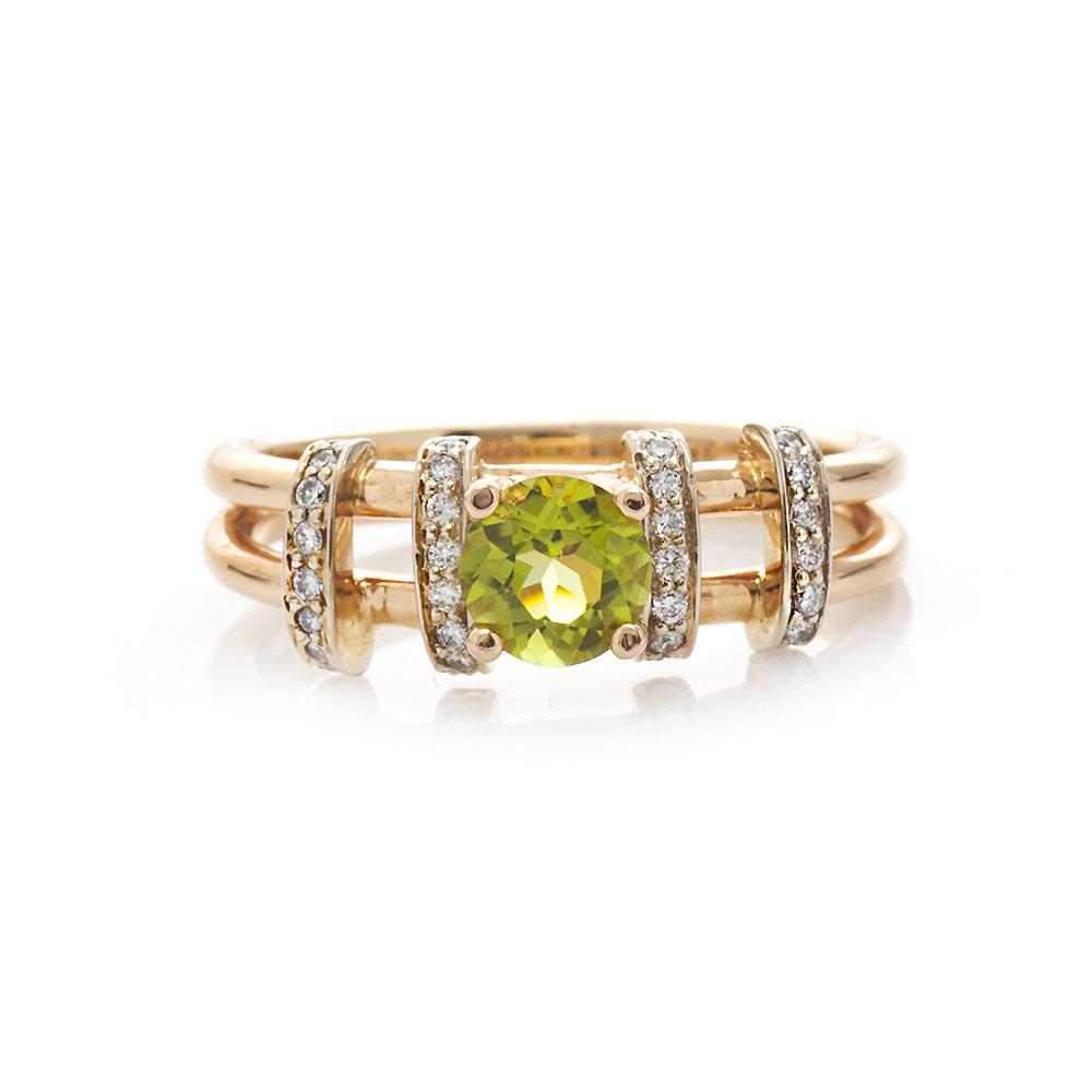 99d44c61fa72 Золотое кольцо с хризолитом и бриллиантами   Ювелирный интернет ...